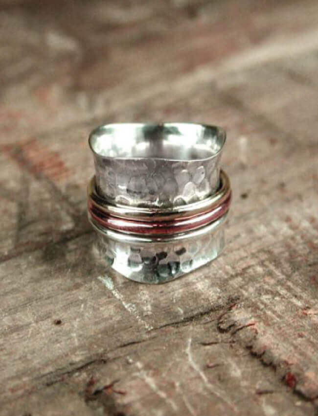 POM Hammered Spinning Ring